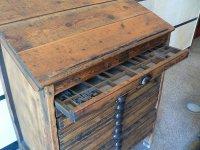 A v téhle kase zbylo ještě několik písmenek | vestibul archivu a knihovny provincie Leon| Přidal: IvSi, id:20120618134604412