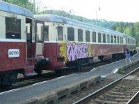 Vlak Posázavského Pacifiku - před odjezdem     Přidal: IvSi, id:20080512142058803