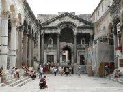 Split (Diokleciánův palác)     Přidal: IvSi, id:20080114120351755